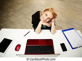 婦女, 她, 坐, 工作, 年輕, 地方, 愉快