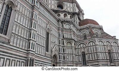 Basilica di Santa Maria del Fiore on a cloudy winter day...