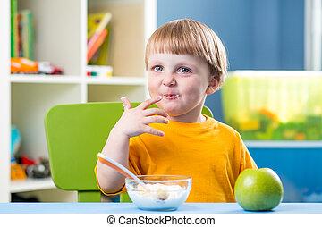 comer, saudável, Menino, alimento, bebê, pequeno almoço, criança