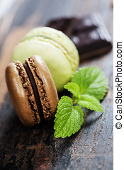 Macaroons with raspberry, chocolate and mint