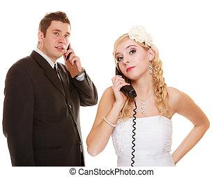 Hablar, enojado, novio, teléfono, novia, boda
