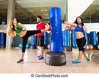 Boxing aerobox women group personal trainer - Boxing aerobox...