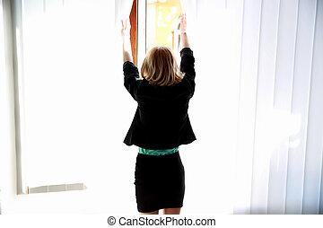 背, 看法, 肖像, 年輕, 婦女, 看, 窗口