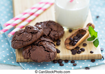 Chocolate cookies i a bowl - Chocolate meringue cookies in a...