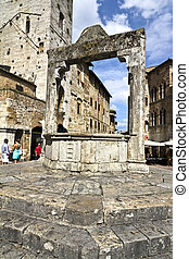 San Gimignano - Cistern In San Gimignano Italy
