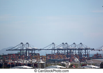 Crane for lifting cargo in container port. - Crane for...