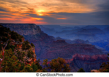Sunset Grand Canyon Arizona - Brilliant sunset in the Grand...