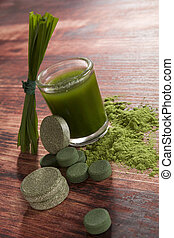 Green food supplements - Chlorella, spirulina and wheatgrass...