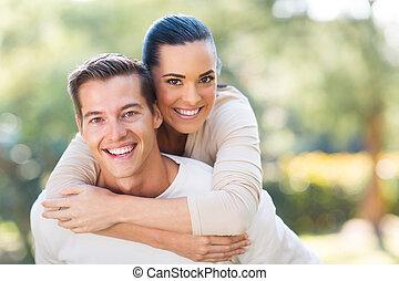 jovem, par, piggybacking