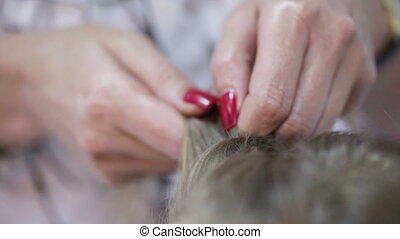 Weaving braids - Hairdresser with your fingers weave braid