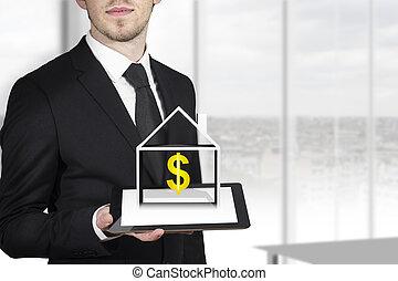 homem negócios, dólar, segurando, tabuleta, casa