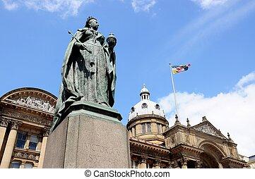 Queen Victoria Statue, Birmingham. - Statue of Queen...