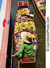 Floating market - Traditional floating market in Damnoen...