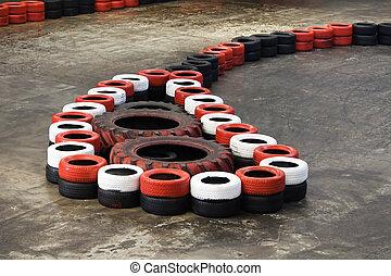 Stock image de from fait vieux voiture pot pneus for Karting interieur