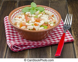 Bean salad with tomato, pepper and onion