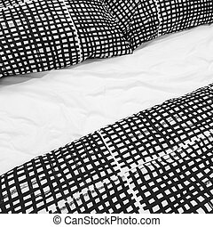 Black and white bed linen with pillows - Bed with black and...