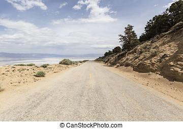 Horseshoe Meadow Road above Owens Dry lake - Horseshoe...