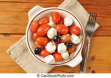 Tomato mozzarella salad - A healthy tomato and mozzarella...