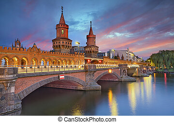 Oberbaum Bridge, Berlin - Image of Oberbaum Bridge in...
