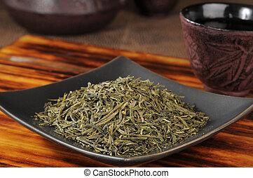 Whole leaf green tea