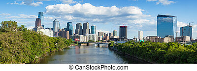 Panoramic skyline view of Philadelphia, Pennsylvania -...