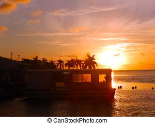 Sol maravilhoso - O Sol nasce muito bonito no Rio Buranhm...