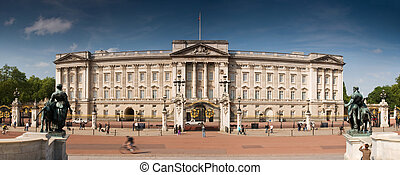 Buckingham Palace, London - Panoramic picture of Buckinham...
