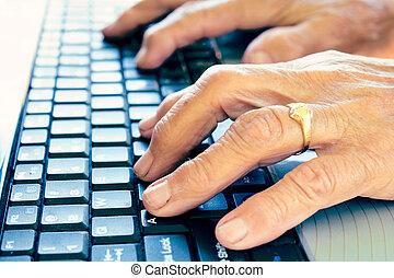 antigas, mãos, digitando