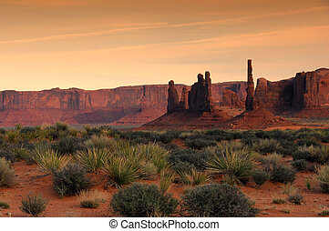 Monument Valley Hoo Doos - A Beautiful Spring Sunset in...