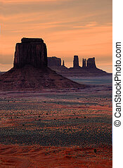 Monument Valley At Sunset - A Beautiful Spring Sunset in...
