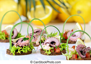 Fingerfood with seafood - Delicious seafood on round slices...