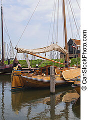 Beautiful ol wooden sailing ship - Beautiful historic wooden...