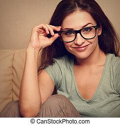 hermoso, mujer, ojo, vendimia, joven, anteojos, Moda, Primer...