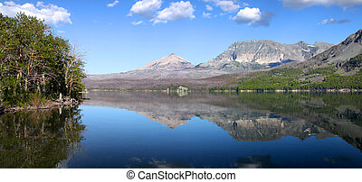 Saint Mary lake in Glaciers - Panoramic view of Saint Mary...