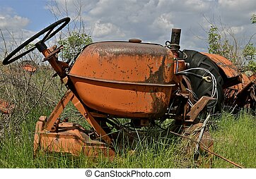 Gas tank and steering tractor wheel