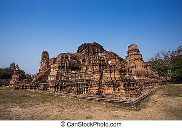 The ruins of the Jedi or pagoda at Wat Mahatat,...