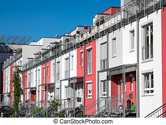 Terraced housing in Berlin - White, gray and pink terrace...