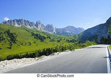 Passo Gardena, Dolomites - Passo Gardena Dolomites, Belluno,...