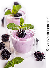 Fruit yoghurt - Fresh fruit yoghurt with blackberries