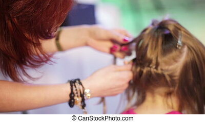 Weaving cornrows child - Hairdresser pigtail braids young...