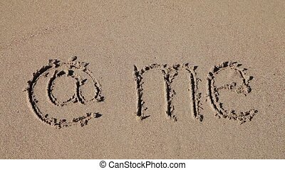 "E-mail me written in the sand - Sign ""e-mail me"" deleting..."