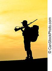 cazador, con, escopeta, ocaso