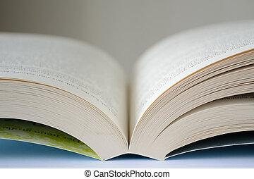 offenes Buch - aufgeschlagenes Buch - Nahaufnahme