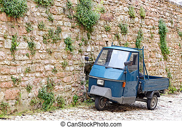 VISSO, ITALY - MAY 31, 2014: a picturesque old alley with...