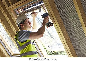 Zbudowanie, pracownik, używając, dryl, do, instalować,...