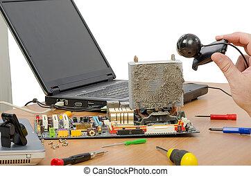Online tutorial of CPU air cooler - Online teacher showing...