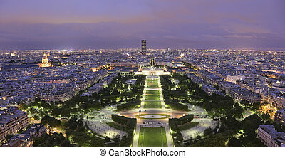 Parc du Champ de Mars at twilight - View from the 2nd level...
