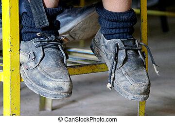 Pies, zapatos, niños, escuela