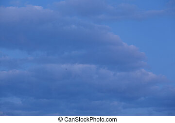 Sky at the blue hour - A sky with some cirrostratus clouds...