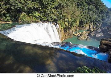 waterfall in shifen taiwan